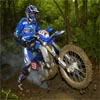 moto de motocross en el barro